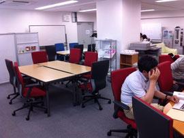 広いゆったりした部屋ですが、仕切りもないから10名以上の勉強会にはちょっと無理かな