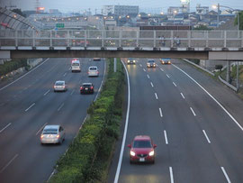 東名高速綾瀬バス停付近