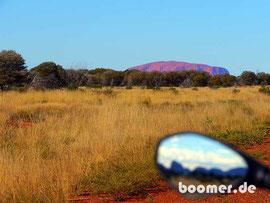 Uluru und Kata Tjuta (im Spiegel)