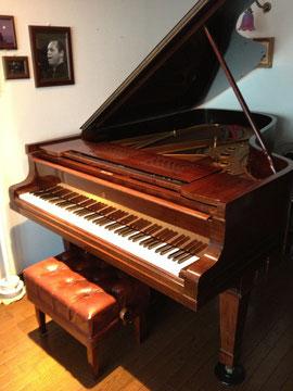 大ホール・ピアノレッスン室で貸し出すグランドピアノ