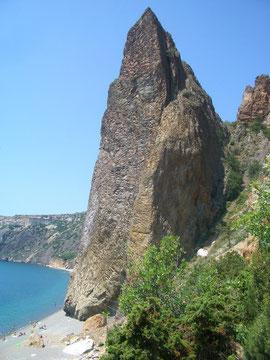 Пляж Яшмовый, скала Крест