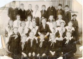 Фото из архива Веры Шаховой (Владивосток), 2-я справа от Л.П.Т.