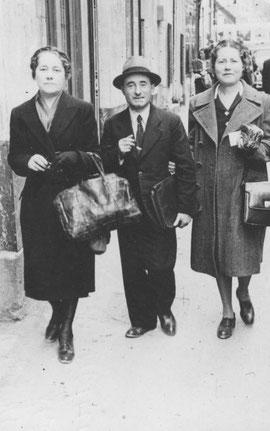 Robert entre ses sœurs Andrée et Yvonne en 1946