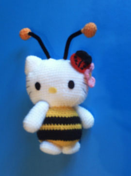 Amigurumi hello kitty abeja