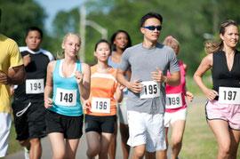 unterschiedliche Menschen bei einem Rennen; Persolog