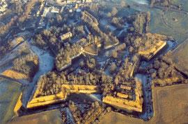 Vue aérienne de la citadelle de Doullens