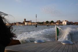 à l'arrière de notre vaporetto, nous quittons Venise