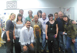 "Manuel Rodriguez, Star-Figaro aus Chicago mit Satia, Lisa und Markus auf der ""Pivot Point-Hair Academy of Chicago"""