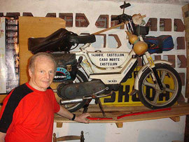 Ernesto Palmieri y su famoso Vespino Vale, con el que hizo 14.000 km. a Cabo Norte
