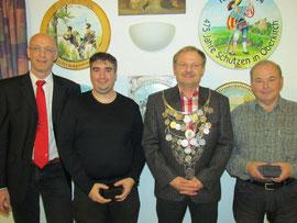 OSM Uwe Teuscher mit dem neuen Regenten und seinen Rittern