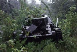 1992年:ペリリュー島戦争遺跡(九五式軽戦車)