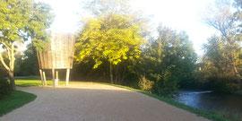 Le parc des rives de la Thur et le Parc aux Cigognes, propîce aux promenades familiales est accessible en 20mn à pied du gite