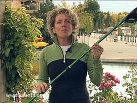 Sheri Simsom, de Keenfit, recomendando sus bastones telescópicos.