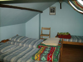 La chambre bleue à 4 lits du gîte d'étape