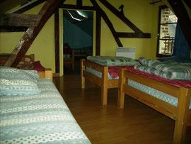 La chambre jaune à 4 lits du gîte d'étape