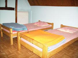 La chambre bleue à 2 lits du gîte d'étape