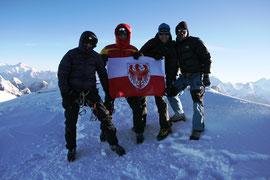 im Bild: Ernst, Oswald, Martin und ein Sherpa