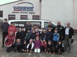 Die teilnehmenden Jugendspieler mit DFB-Trainer Hans Dammer und Stützpunkttrainer Franz Koller sowie den Betreuern der Vereine SV Geigant/TV Waldmünchen