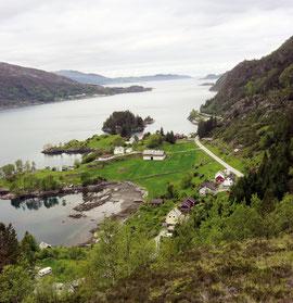 """Blick auf unseren Fjord und unser Haus beim Aufstieg auf den """"Hausberg"""""""