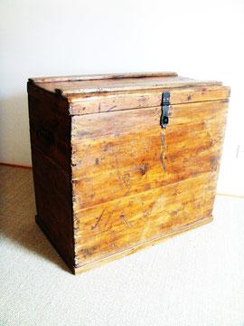 malle coffre bois rectangulaire ancienne muros design et vintage en bourgogne. Black Bedroom Furniture Sets. Home Design Ideas