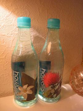ハワイのお水。かわいいので飾ってます。
