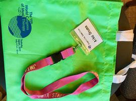 ↑参加者全員に配られるコングレスバッグと名札