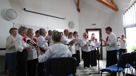 Concert de la Chorale gentil coquelicots interprétant des chants italiens lors des journées du jumelage