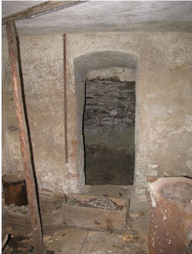Zugang zum tiefer liegenden römischen Keller