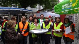 Hebammen mit den Grünen in der Nördlinger Fußgängerzone