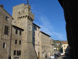 La Torre aldobrandesca, a Santa Fiora (Gr)