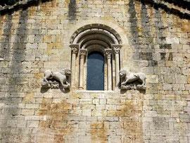 Besalu, Löwen an der Fassade von der Kirche Sant Pere - ©Traudi
