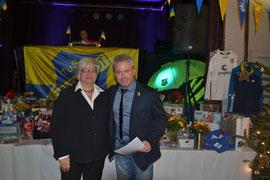 Ehrenamtsbeauftragte Ulrike Harder mit Fussballobmann Oliver Maaßen