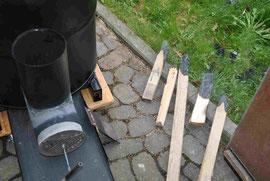 Holzstöcke, die eben noch brannten