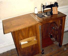 La machine à coude OMNIA diffusée par la Manufacture des Armes et Cycles de Saint-Etienne (Manufrance)