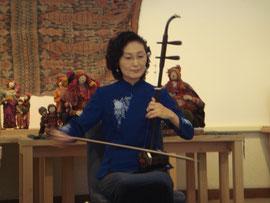 今関栄子さん・二胡の演奏