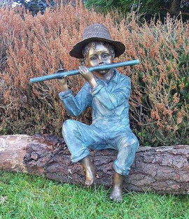 Wasserspeier Flötenspieler Bronce