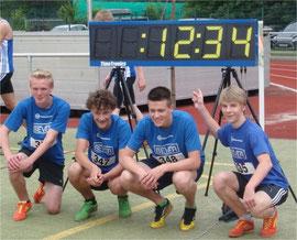 U16-Jungs nach 100m-Finale mit Kreismeister Julius (re.)