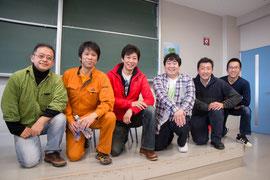 (左)渋谷先生 (右2人目)キム先生  (右)協力者の市野さん