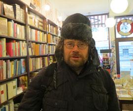 Elmar Schenkel - gewappnet für seine Lesereise