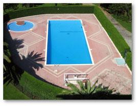 La piscine vue du balcon