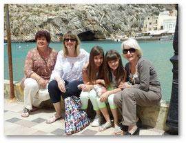 Devant la grotte de Xlendi