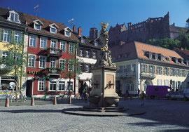 Kornmarkt mit Blick zum Schloss - Bildquelle: Heidelberg Marketing GmbH