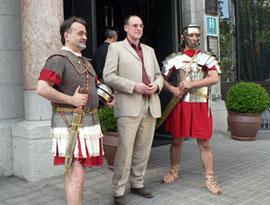 Con Oscar Madrid y Simon Scarrow