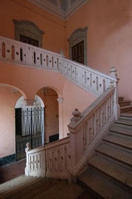 Palazzo Scaratti-Minelli, Scalone di accesso.