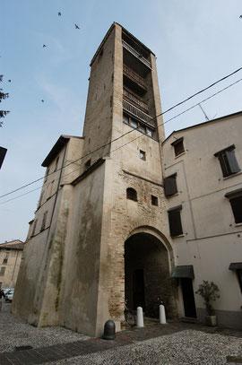 Torre Civica, Veduta da Piazza Castello.