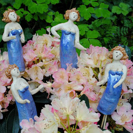 Gartenfiguren 'Swinging Ladies'