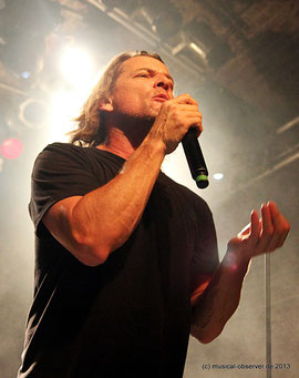 UGLY KID JOE mit Sänger WHITFIELD CRANE.