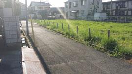 雑草が茂る市営住宅跡地