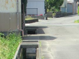 危険な水路がたくさん残る(高洲)