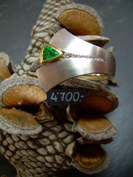 Bild:Ring,Platin950,Gelbgold750,18kt,Smaragd,Brillanten,Handarbeit,Unikat